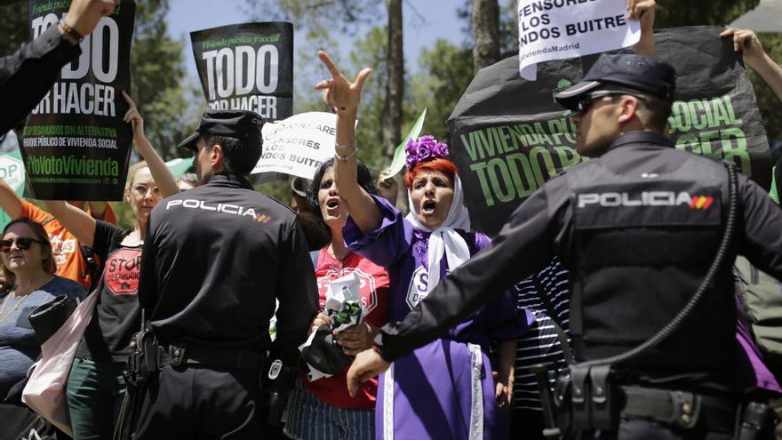 La PAH ha iniciado una nueva campaña de escraches contra el PP y Ciudadanos,  después de que ambos partidos se negasen a firmar el compromiso de la ley de vivienda en la Comunidad de Madrid.