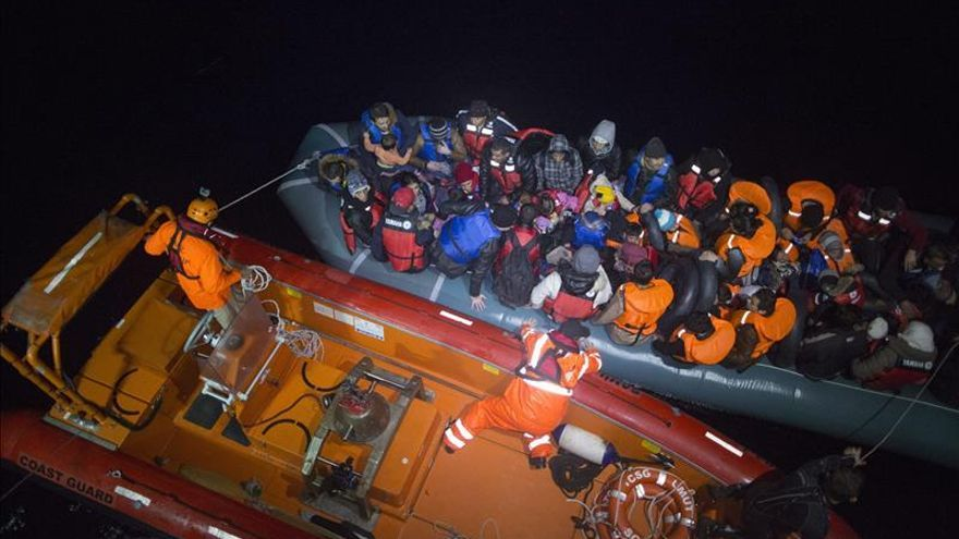 Once muertos en el naufragio de una barca de refugiados en el Egeo