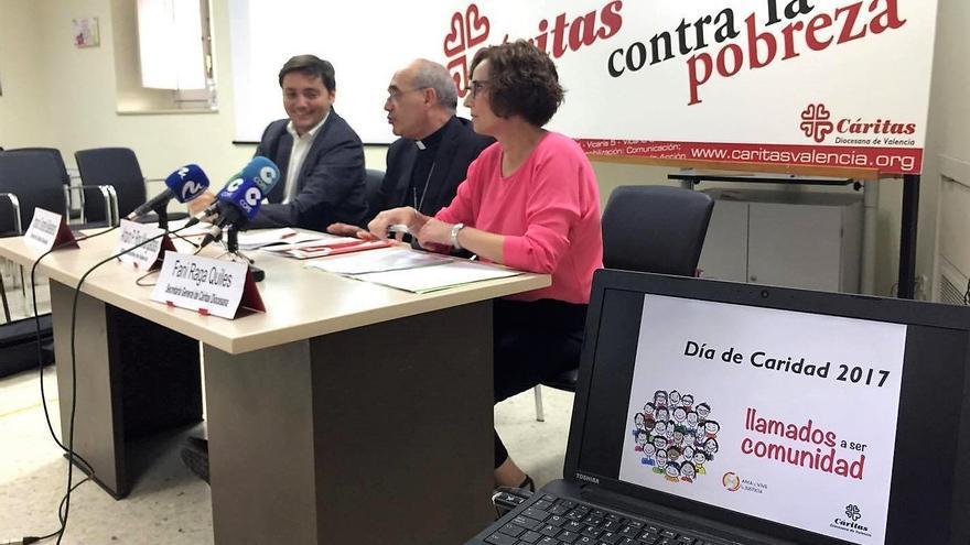 El director de Cáritas, Ignacio Grande, el obispo auxiliar de Valencia, Arturo P. Ros, y la secretaria general de Cáritas, Fani Raga