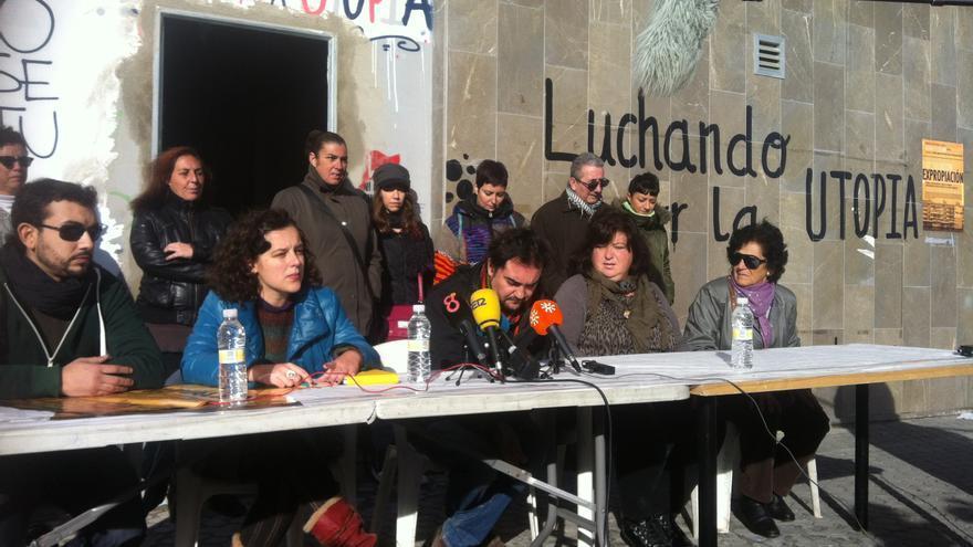 Rueda de prensa a cargo de las vecinas del inmueble junto a representantes de colectivos que prestan su apoyo