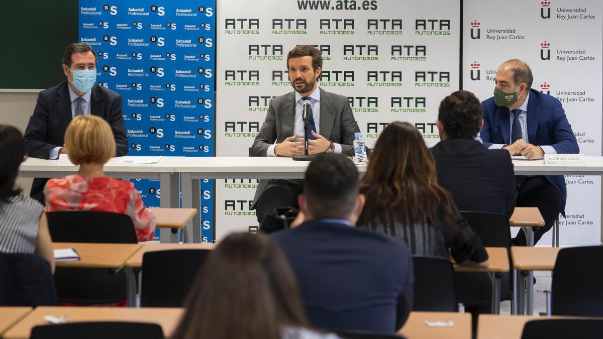 Antonio Garamendi, Pablo Casado y el presidente de ATA, Lorenzo Amor, este jueves, en Madrid.