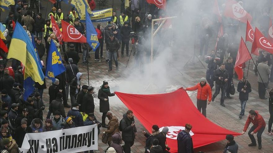 Diputados de la Rada de Ucrania se pelean durante intervención de Yatseniuk