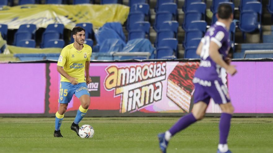 La UD Las Palmas tira de casta para remontar frente al Sporting