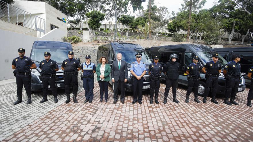 El alcalde de Las Palmas de Gran Canaria, Augusto Hidalgo, presenta las nuevas inversiones que el Consistorio pone en marcha para mejorar la seguridad.
