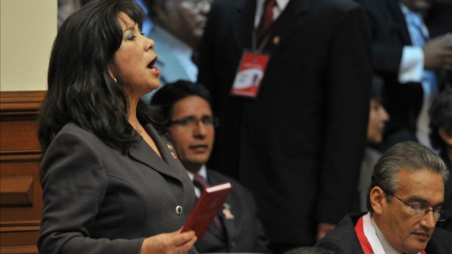 Congresistas rechazan desactivar grupo liderado por controvertida legisladora