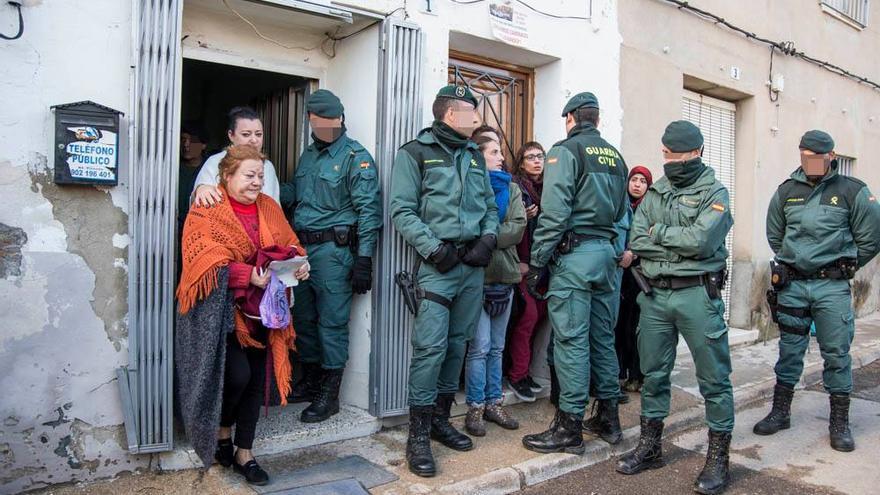 17 cuerpos de Guardia Civil en el desahucio de Paquita en Las Torres de Cotillas