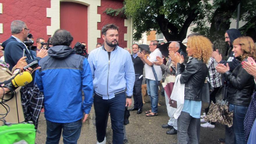 Rufián (ERC) celebra la decisión de los 'comuns' de participar en el referéndum