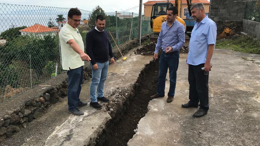 Trabajos de mejora en la red de agua de Breña Baja.
