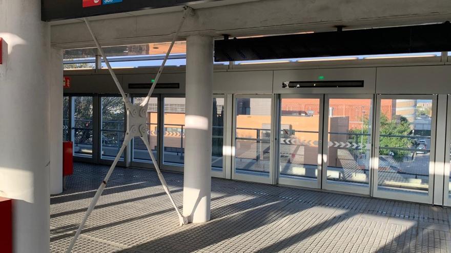L'estació de Zona Franca de l'L10 Sud de metro.
