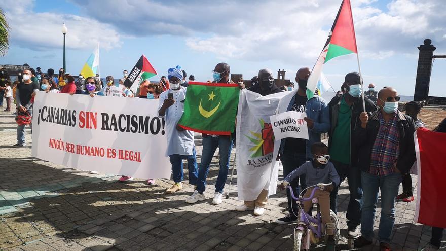 """Más de un centenar de personas piden una """"Canarias sin racismo"""" desde Lanzarote"""