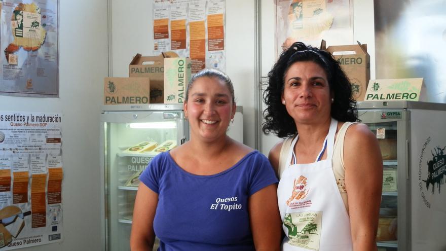 En la imagen, dos productoras de queso con Denominación de Origen.