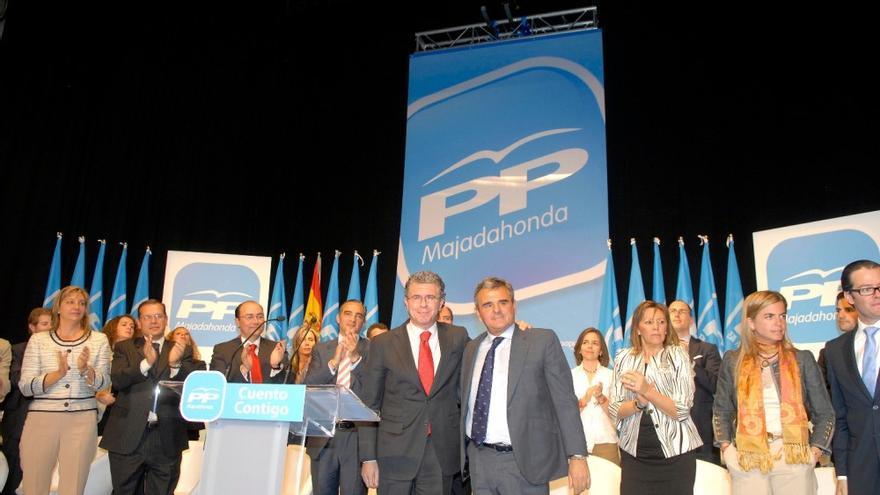 Narciso de Foxá, alcalde de Majadahonda, junto a Francisco Granados en una imagen de archivo / Foto: PP de Madrid