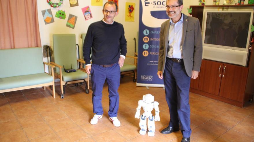 El robot, bautizado con el nombre de Petete, puede establecer una interacción positiva con personas con enfermedad de Alzheimer o con otras demencias.