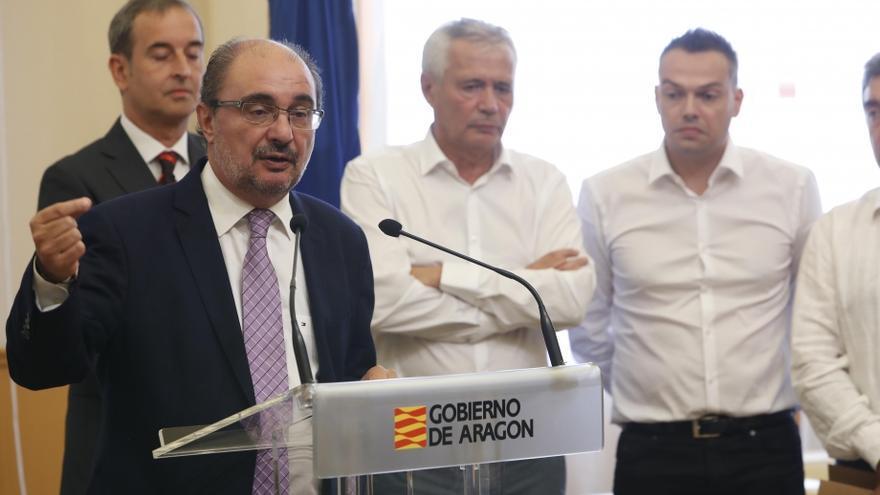 El presidente de Aragón, Javier Lambán, junto a Piero Pini (en segundo plano en el centro) en el acto de presentación del proyecto