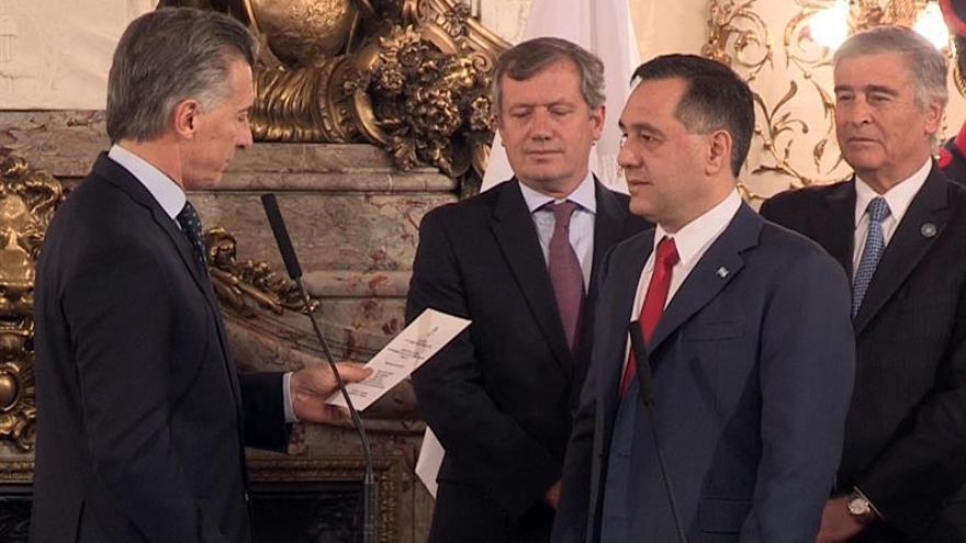 Asumen el cargo los nuevos ministros de Defensa y Educación de Argentina