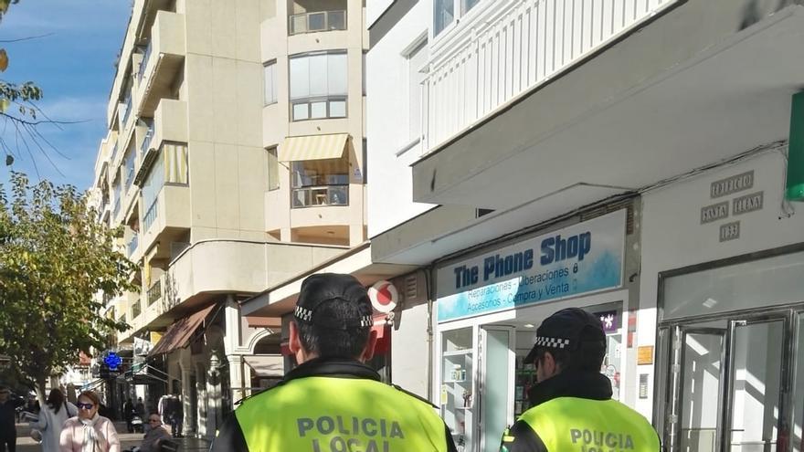 La Policía Local de Rincón de la Victoria activa un servicio especial de patrullas a pie durante la Navidad