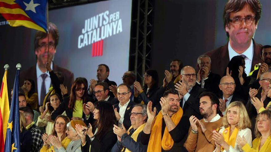 """Puigdemont dice que el """"frente del 155"""" no vencerá a la escuela catalana"""