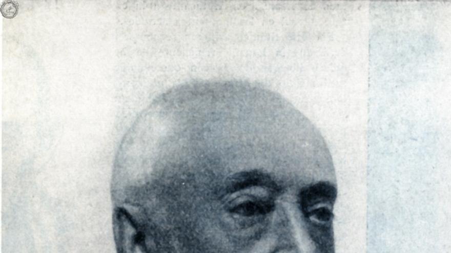 Enrique Diego-Madrazo nació en Vega de Pas en 1850. Estudió en Madrid y Valladolid y dedicó su vida a introducir los nuevos métodos científicos en la cirugía española.