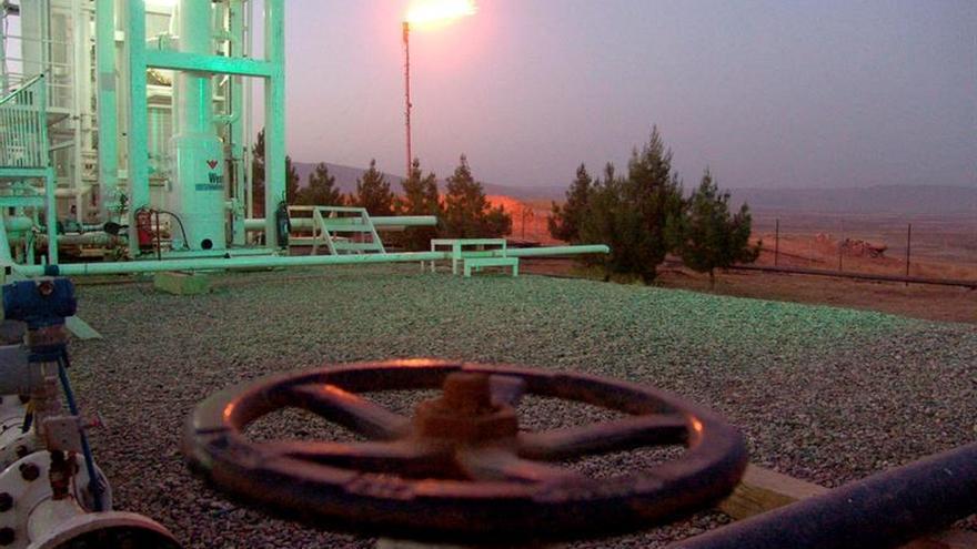 El petróleo de Texas abre con un descenso del 0,24 % hasta 49,11 dólares