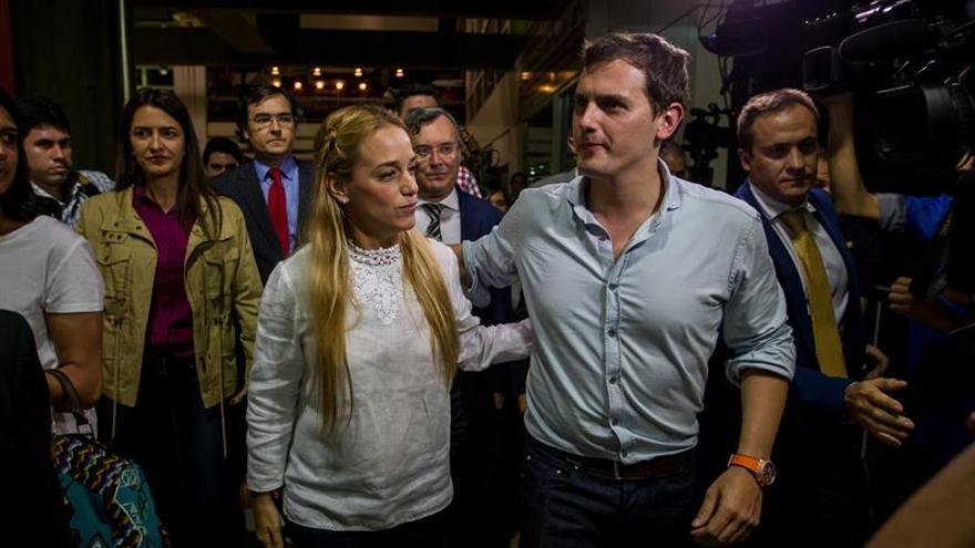 Albert Rivera afirma que Venezuela vive una crisis humanitaria