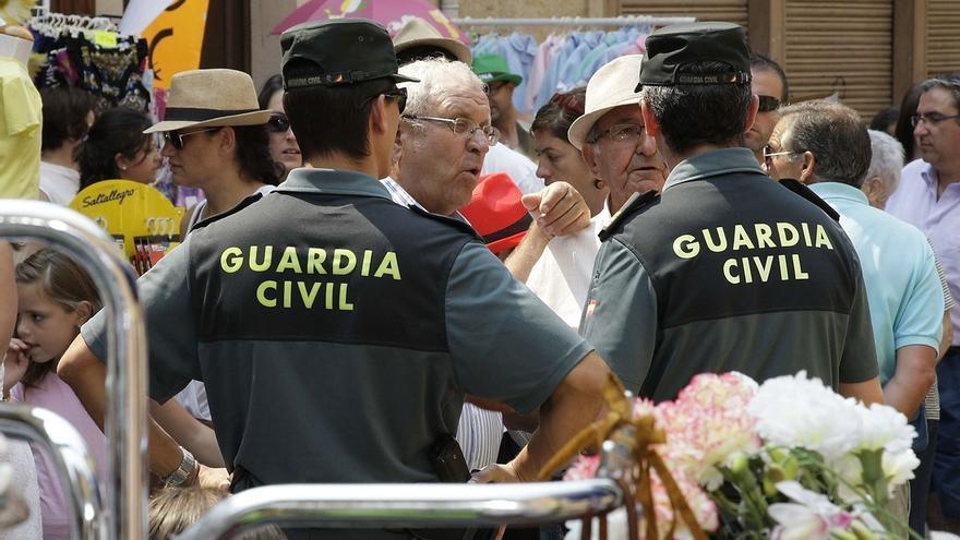 La Guardia Civil recomienda precaución a la hora de manipular petardos y cohetes durante las fiestas navideñas