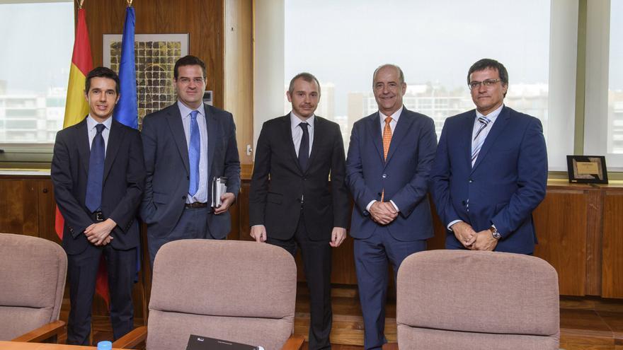 El consejero de Economía, Industria, Comercio y Conocimiento, Pedro Ortega, y el viceconsejero de Industria, Energía y Comercio, Adrián Mendoza, se reúnen en Madrid con el secretario de Estado de Energía