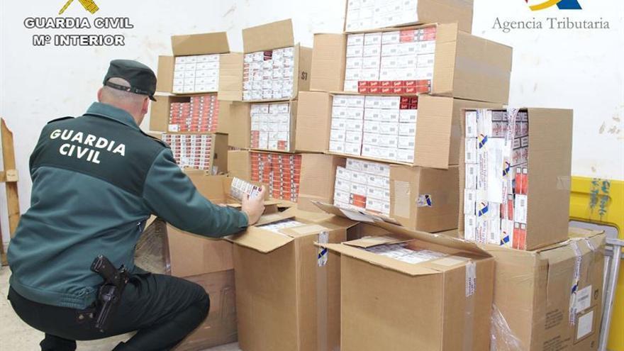 Intervenidas en el buque de Canarias a Huelva más de 13.900 cajetillas de tabaco de contrabando.