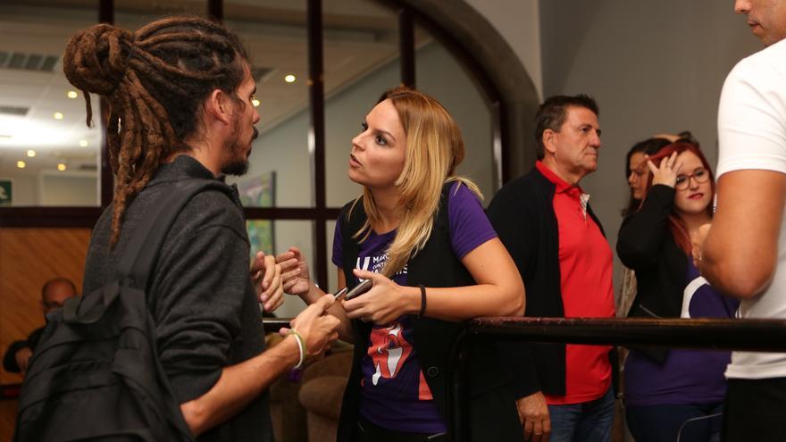 Alberto Rodríguez y Noemí Santana, de Podemos en el acto de Pablo Echenique en el CICCA (ALEJANDRO RAMOS)