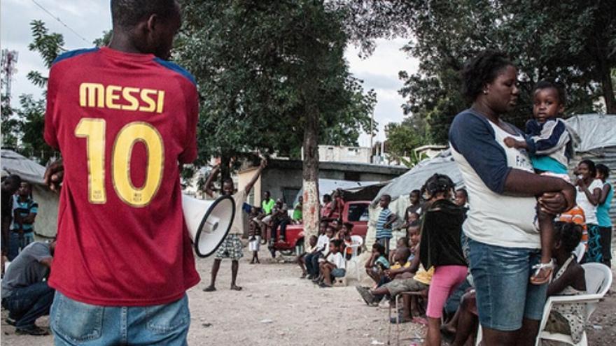 Actividad de sensibilización realizada por FRAKKA en el Campo de desplazados de Canapé Vert, en Puerto Príncipe.