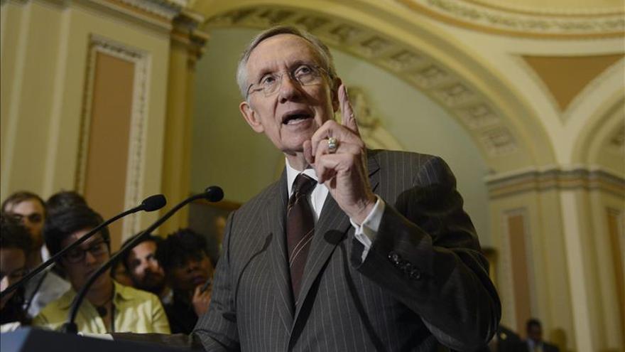 Reid retiene el liderazgo demócrata en el Senado de EE.UU. y Warren gana peso