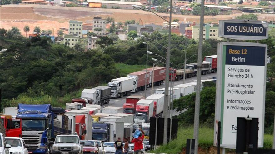 La Policía usa gas lacrimógeno contra los camioneros que protestan en el sur de Brasil