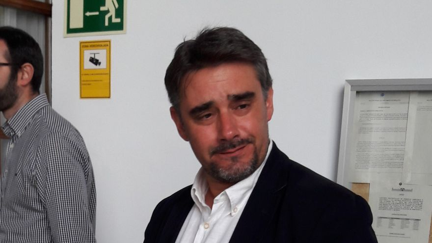 Juan Moreno Yagüe en el registro de la proposición de ley