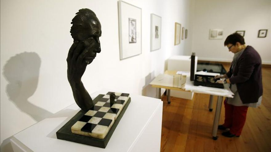 Duchamp, Dalí y Man Ray juegan una última vez al ajedrez en Santiago de Chile