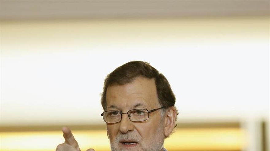 Rajoy pide a los partidos catalanes no dar pasos en mala dirección y recalca que no admitirá el referéndum