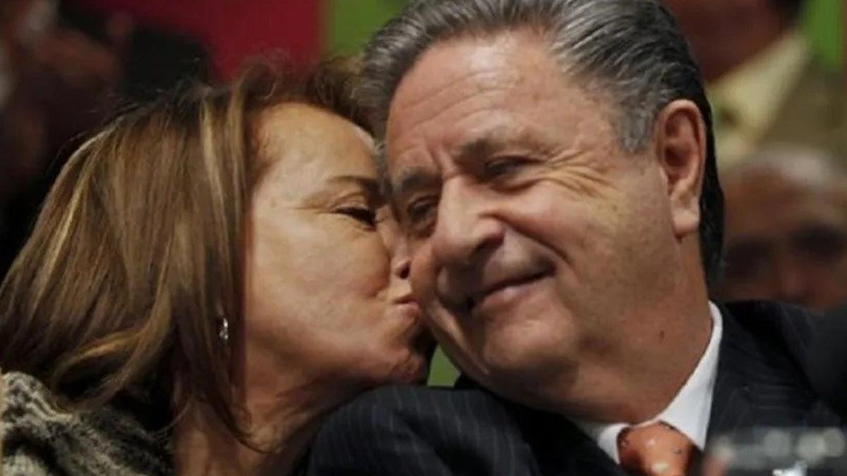 Hilda González y Eduardo Duhalde, vacunados gracias al favor de Ginés González García como dos de sus hijas.