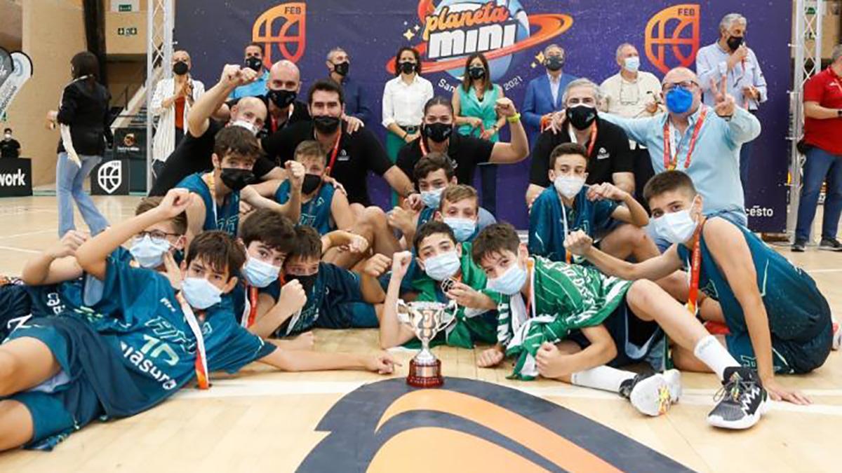 Selección andaluza celebrando la medalla de plata