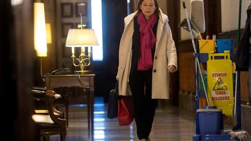 Forcadell reaparece en la Diputación Permanente y recibe el apoyo de trabajadores