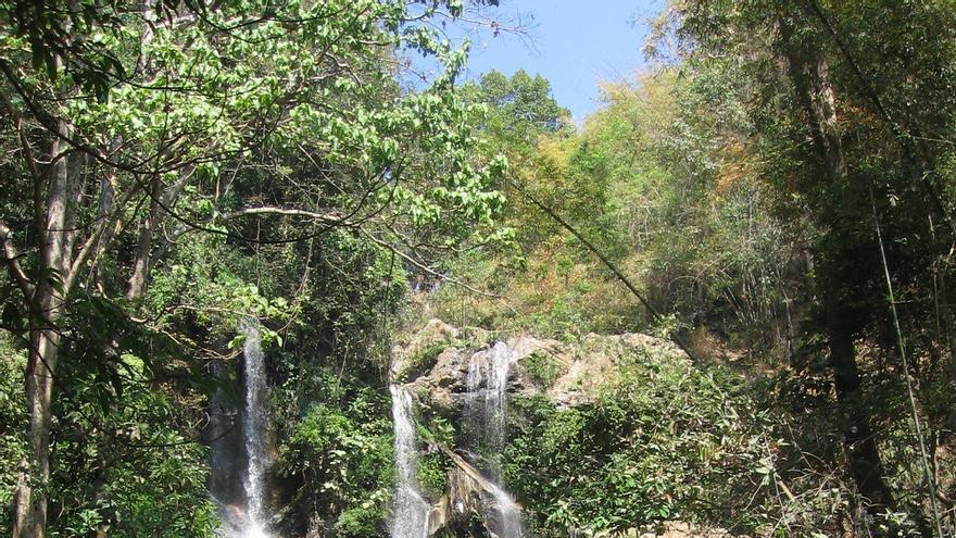 Cascadas en Mae Sa, una de las maravillas naturales del norte de Tailandia. Saritravels