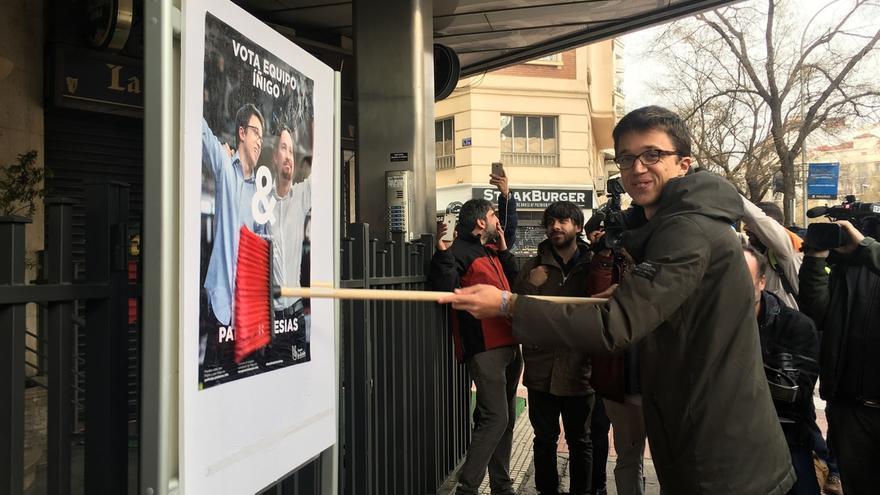 """Errejón arranca su campaña con un cartel de su """"tándem"""" con Pablo Iglesias: """"Nos podéis tener a todos"""""""