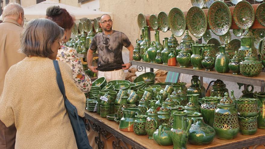 Visitantes en la Feria de la Cacharrería 2015 | RAQUEL ANGULO