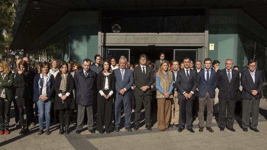 Cospedal, Moragas, Maíllo, Arenas, Casado y Levy guardan un minuto de silencio por las víctimas en Génova