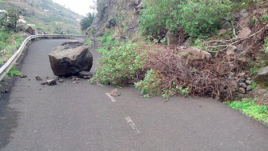 El Cabildo continúa con las labores de limpieza por las carreteras de la Isla