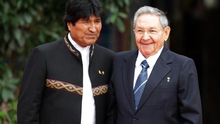 Evo Morales viaja a Cuba para tratar con Raúl Castro la integración latinoamericana