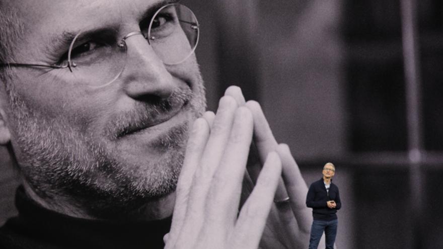 Tim Cook, en el homenaje a Steve Jobs con el que arrancó la 'keynote' de ayer