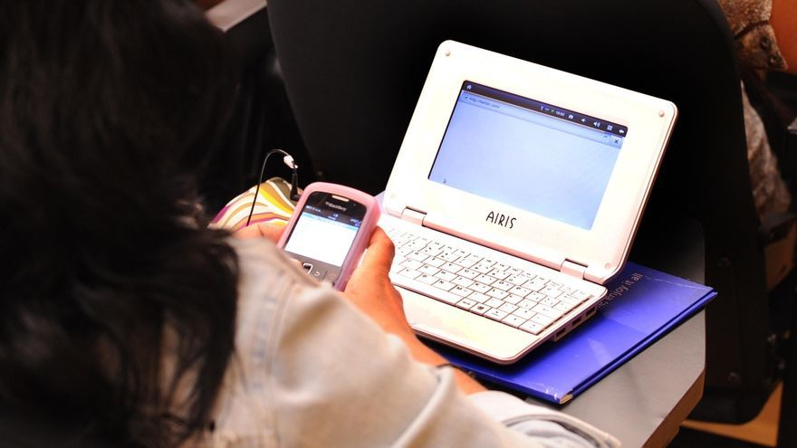 La mitad de los cargos políticos sufre campañas negativas en Internet, según un experto