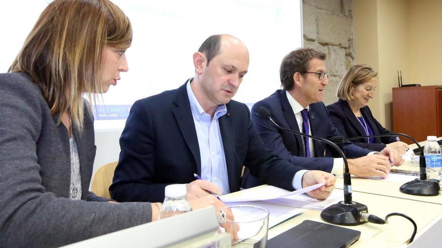 Louzán, con Feijóo y Ana Pastor, al anunciar su renuncia a la presidencia del PP de Pontevedra