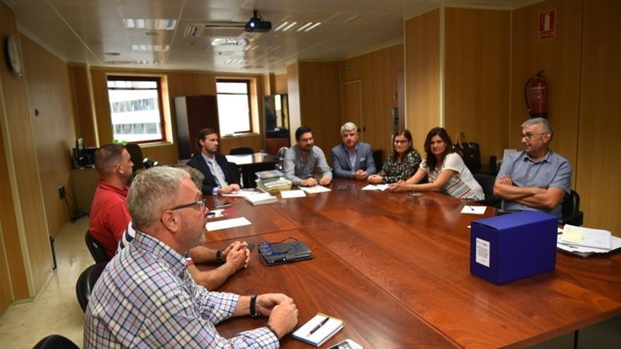Imagen con los alcaldes afectados en la sede del Consejo Insular de Aguas, en Santa Cruz