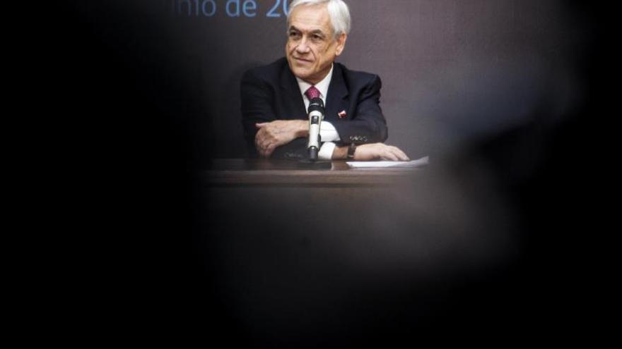 La aprobación de Piñera cumple un año por debajo del 50 %, según una encuesta