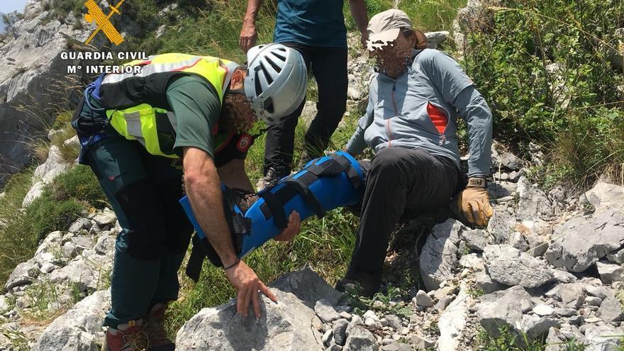 Rescatado y evacuado en helicóptero un montañero con posible rotura de peroné