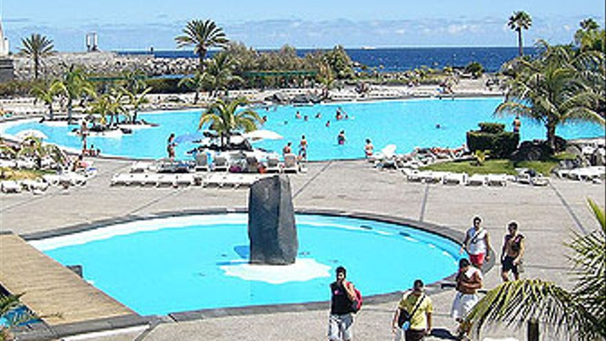 Piscinas del Parque Marítimo César Manrique, antes de su cierre y el desahucio aún sin ejecutar de su último arrendatario, Luis Gil. (CANARIAS AHORA)